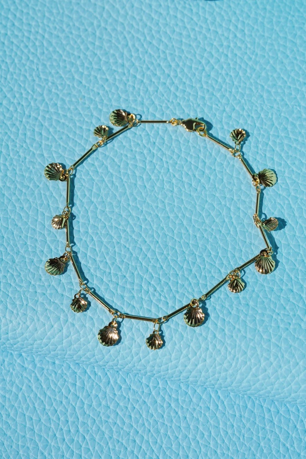 AVILA Seashell Charm Gold Plated Anklet