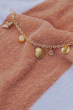 AVALON Seashell Charm Bracelet Gold