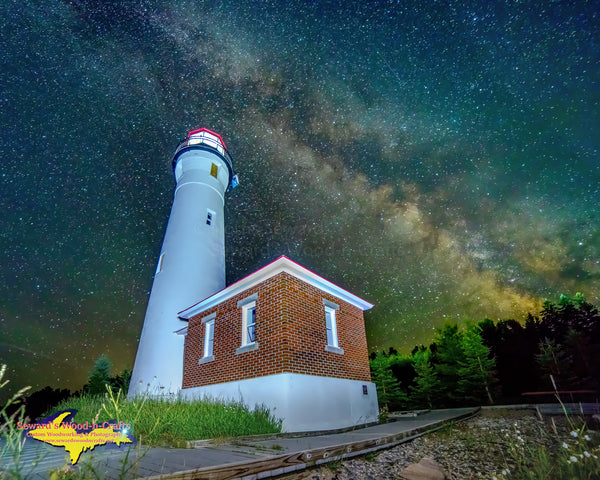 Lighthouse Crisp Point Milky Way -0404