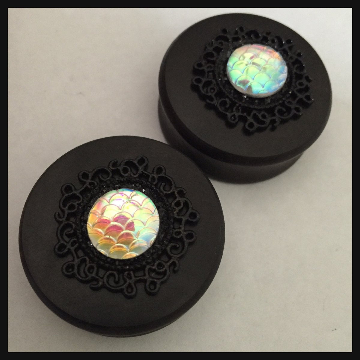 Ebony Mermaid Iridescent Scale Setting Round Plugs