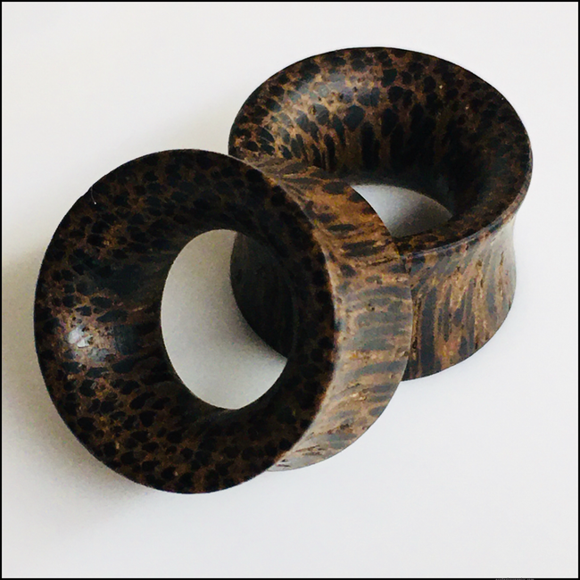 Black Palm Thin Tunnels Round Plugs