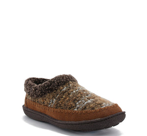 Womens faux-fur slippers in wheat with vibrant boucle upper.