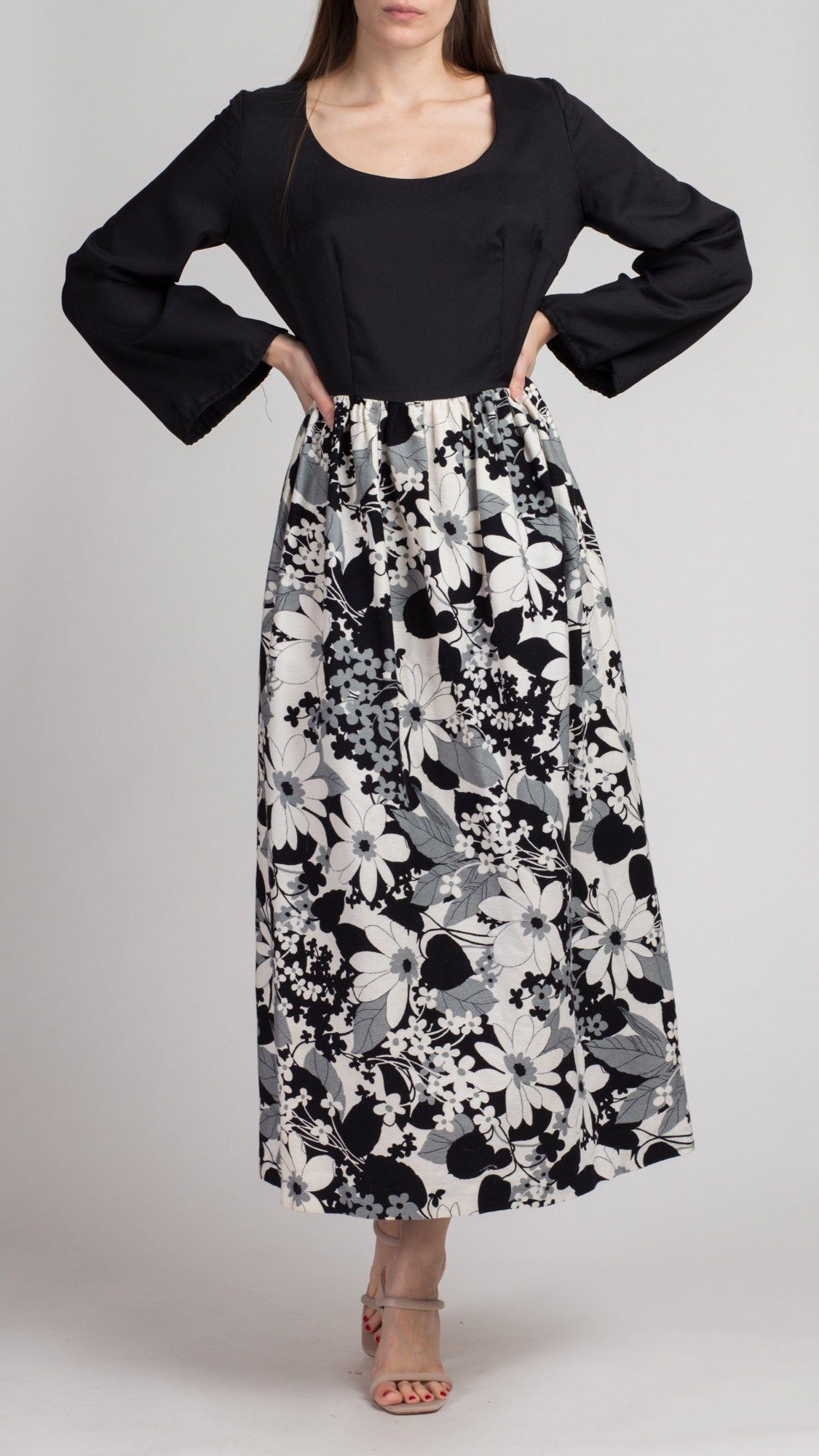 Medium to Large 70s Black /& White Floral Maxi Dress Vintage Long Sleeve Two Tone A Line Dress