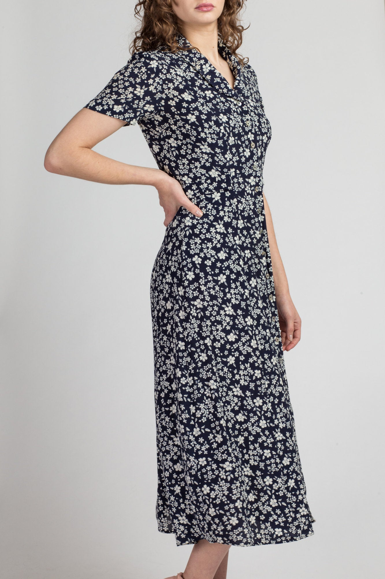 90s Calico Floral Print Midi Dress - Small | Vintage Navy Blue White Short Sleeve V Neck Grunge Dress