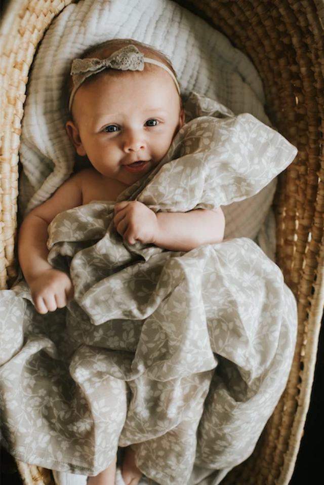 MUSLIN SWADDLE - MAGNOLIA TREE GRAY