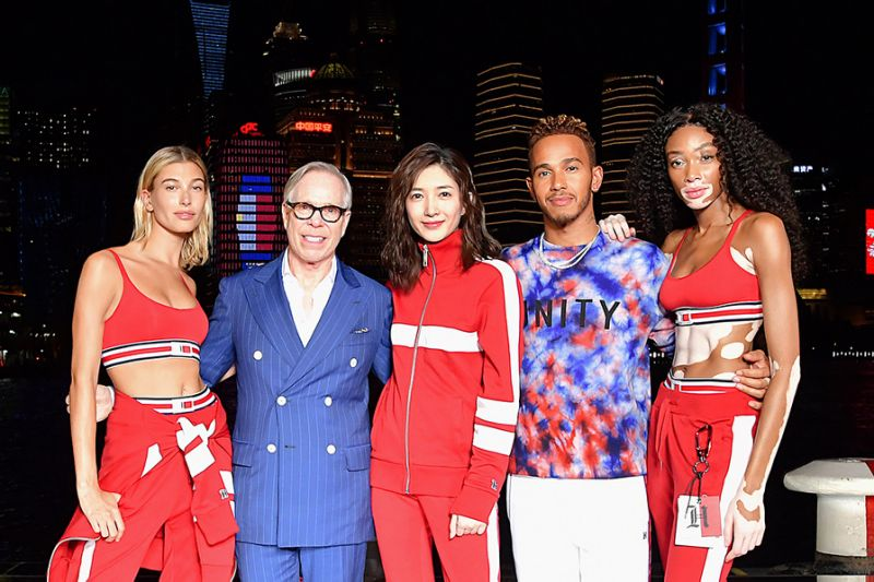 "TOMMY HILFIGER LLEVA LA PASARELA TOMMYNOW ""SEE NOW, BUY NOW"" A PARÍS"