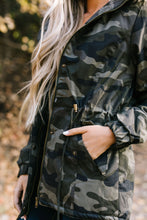Load image into Gallery viewer, Alaskan Wilds Anorak in Olive Camo