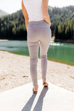 Load image into Gallery viewer, Better Than Great Moto Jeggings In Pale Gray