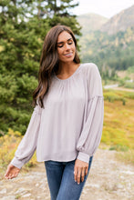 Load image into Gallery viewer, Julia Blouse In Light Lavender