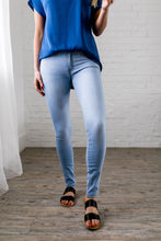Load image into Gallery viewer, Super Skinny Super Light Jeans