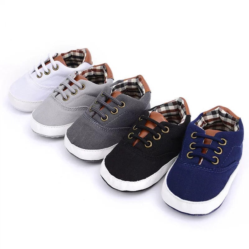 Boys solid color shoes