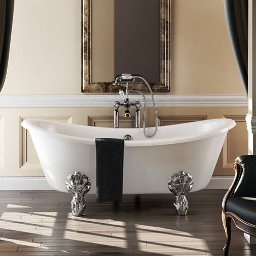 A traditional bateau bath