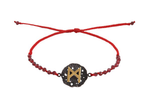 Beaded semprecious stone bracelet with runic medalion amulet Dagaz. Gold plated, gold plated and oxide.