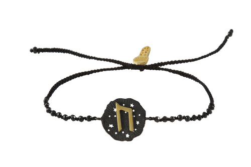 Beaded semiprecious stone bracelet, with Uruz runic medalion talisman, oxide and gold plated.