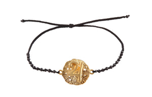 Beaded semiprecious stone bracelet with Jupiter medalion amulet. Gold plated.