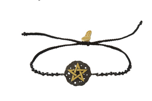 Beaded semiprecious stone bracelet, with Pentagram medalion talisman. Silver, gold plated and oxide.