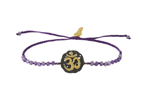 Beaded semiprecious stone bracelet, with Om medalion talisman. Silver, gold plated and oxide.