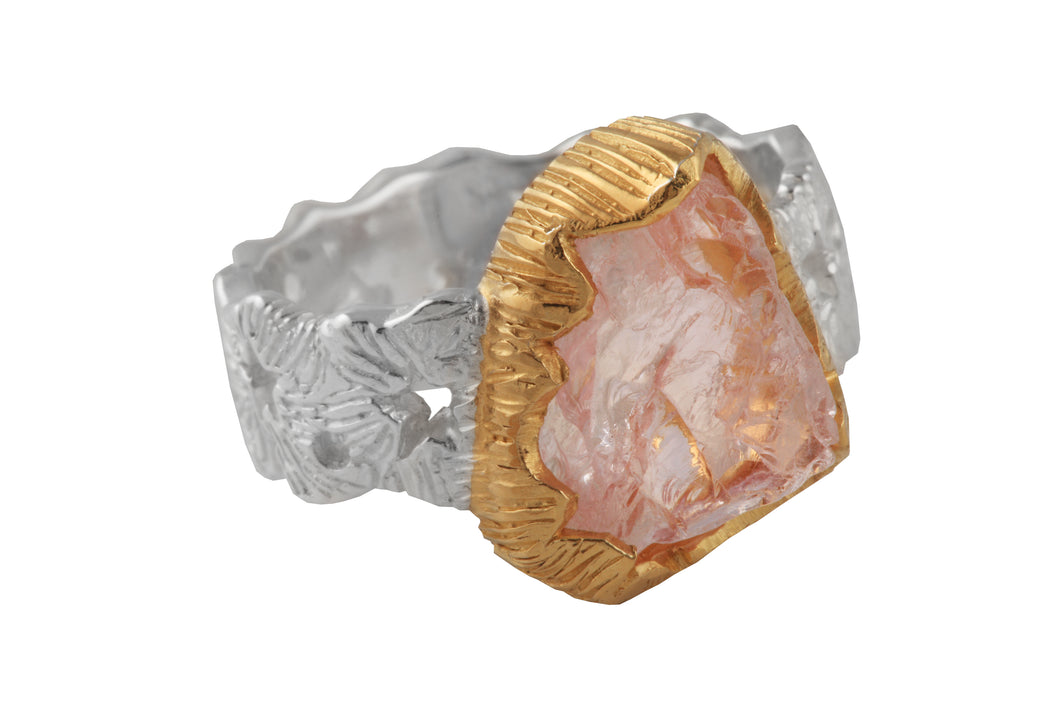 Cosmic ring with 1-1.3 cm rough stone