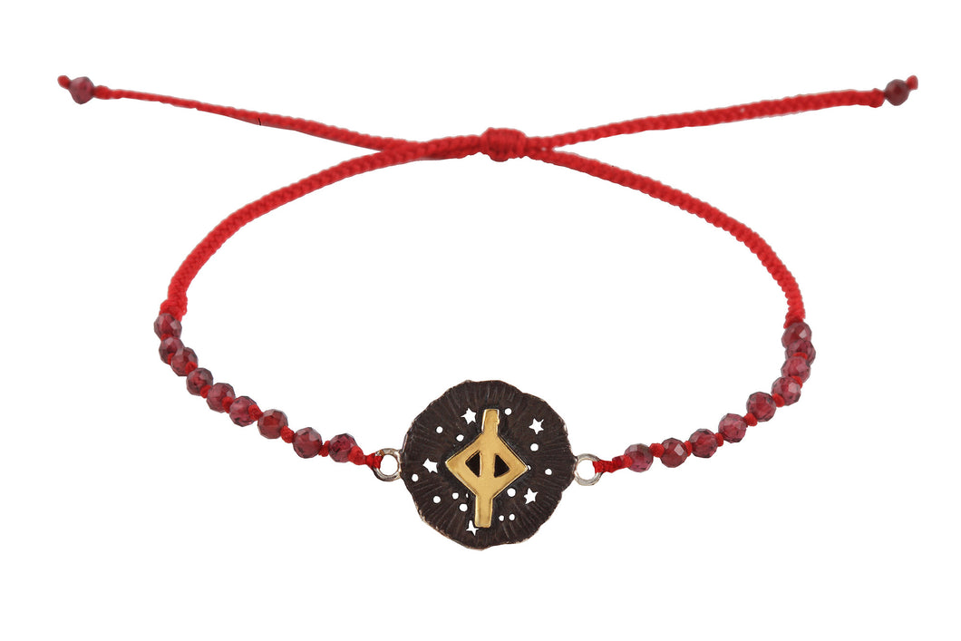 Beaded semprecious stone bracelet with runic medalion amulet Jera. Gold plated, gold plated and oxide.