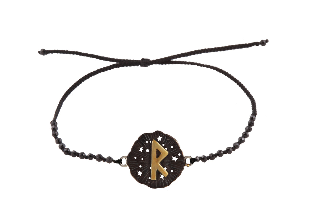 Beaded semprecious stone bracelet with runic medalion amulet Raido. Gold plated and oxide.