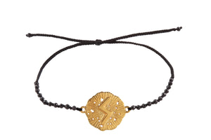 Beaded semprecious stone bracelet with runic medalion amulet Soulo. Gold plated, gold plated and oxide.