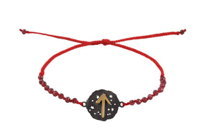 Beaded semprecious stone bracelet with runic medalion amulet Tiwaz. Gold plated, gold plated and oxide.
