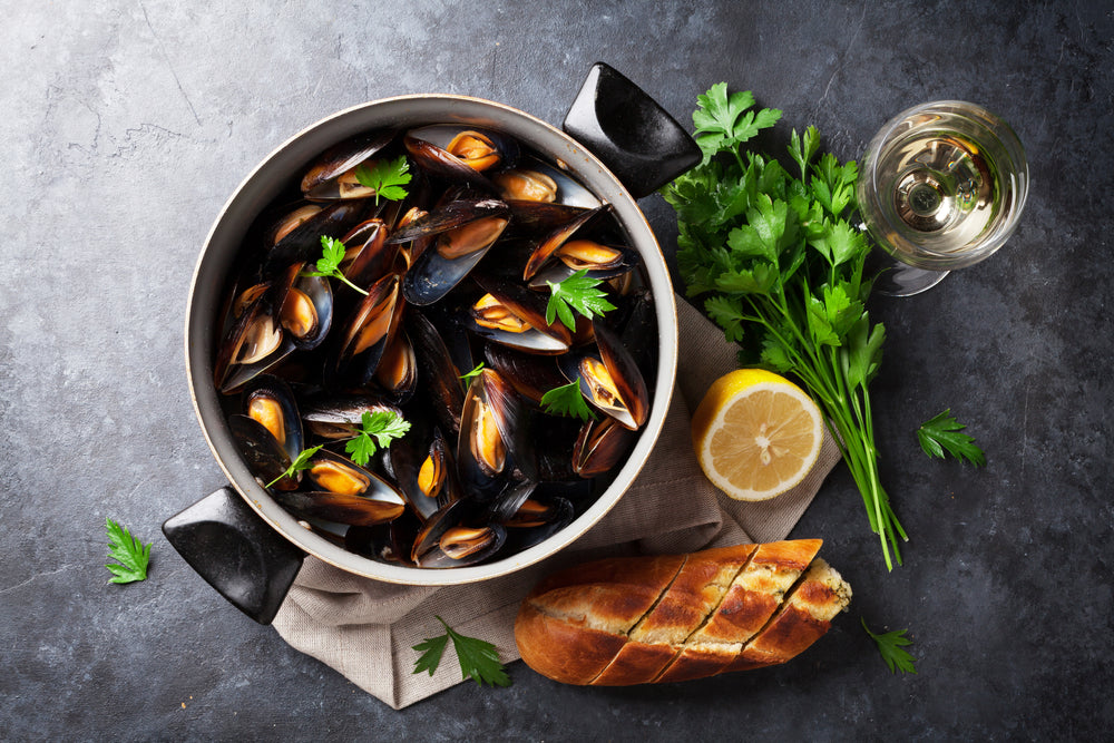 STEAMED MUSSELS WITH BACON