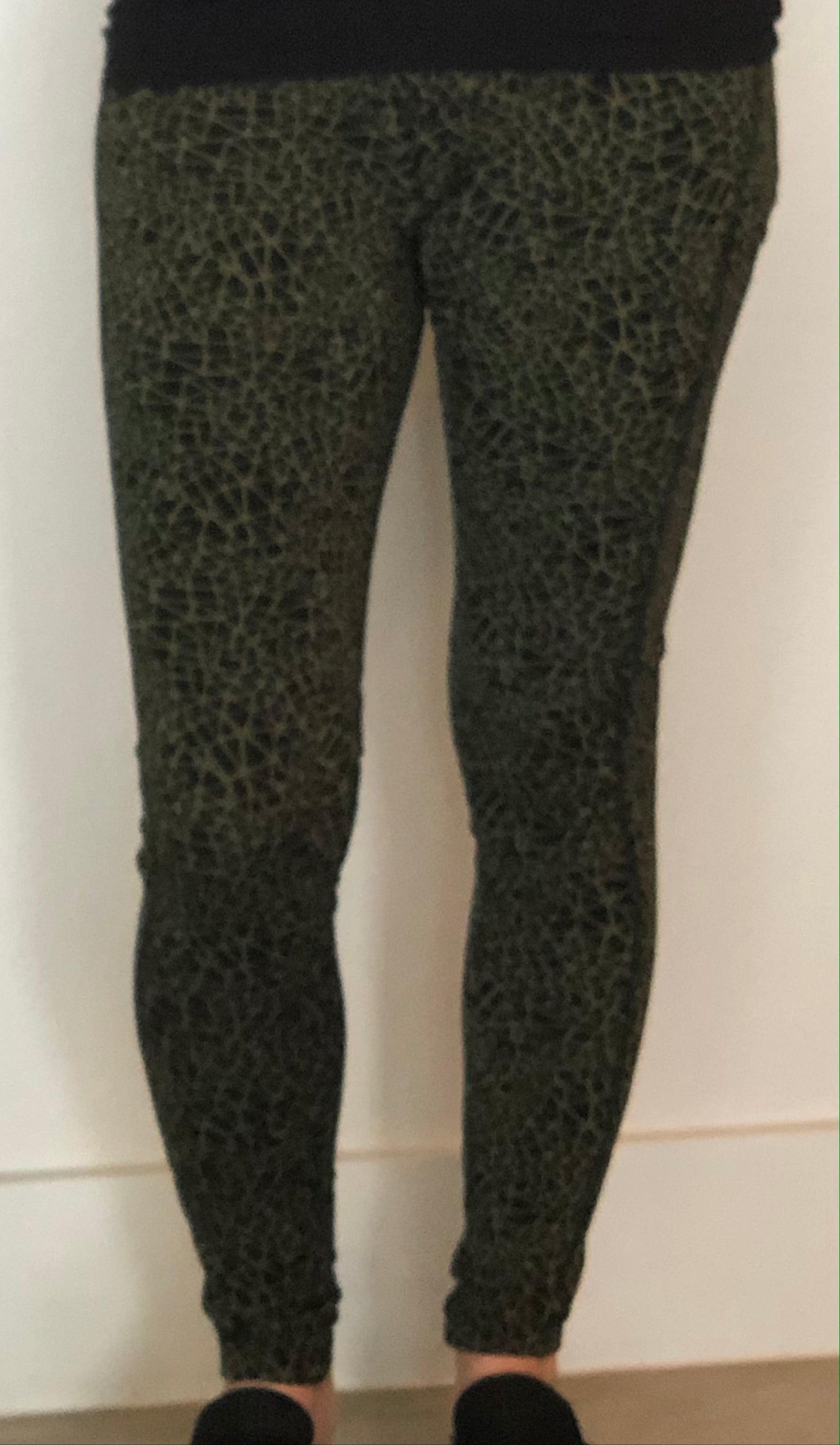Lynn Ritchie - Re.Lax Leggings - black/green abstract design