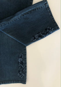 NYDJ - Capri Jeans with floral embroidery