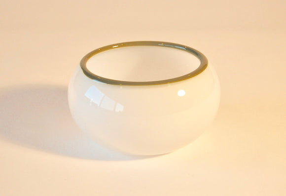 White Bowl with Pistaccio Lip