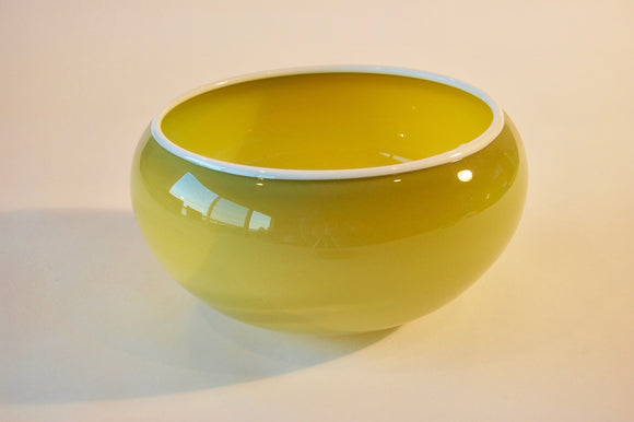 Pistaccio Bowl with White Lip