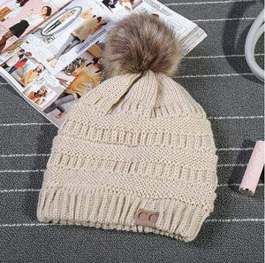 Boho Beach Hut Women's Beanies Beige Fashion Knitted Beanies with Fur