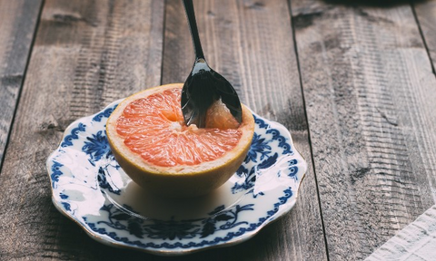 grapefruit_with_spoon