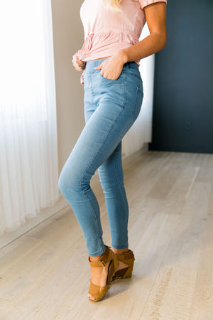 Easy Living Jeggings In Light Wash