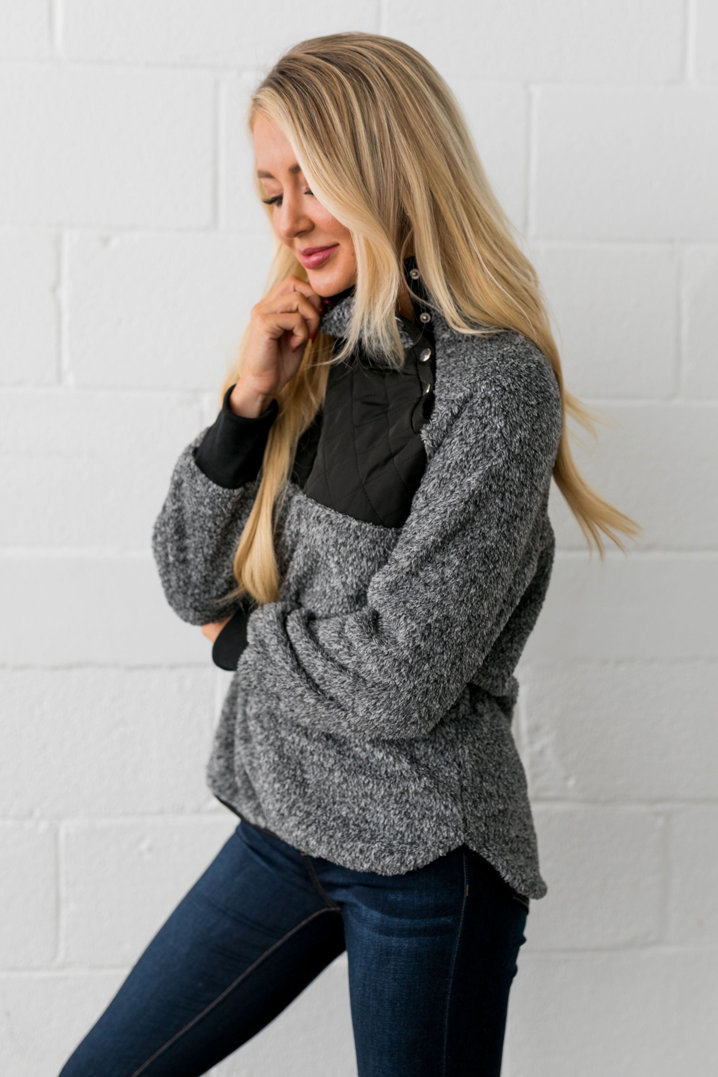Quilted Contrast Fuzzy Pullover In Charcoal