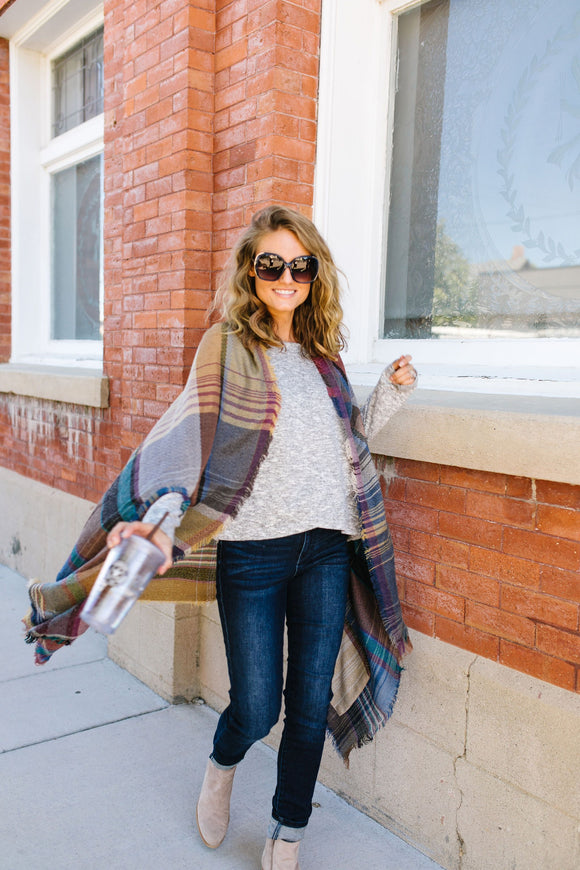 Nacho Basic Plaid Poncho In Camel