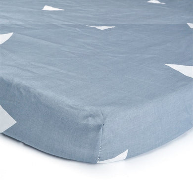 100% Organic Cotton Crib Sheet - Gray & White Triangles