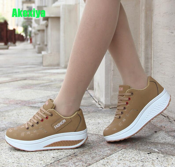 Hot Women Sneakers 2019 Breathable Waterproof Wedges Platform Vulcanize Shoes Woman Pu Leather Women Casual Shoes tenis feminino