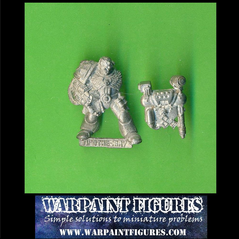 For sale - Warpaint Figres OOP 1994 Games Workshop Warhammer 40K Space Marine Apothecary