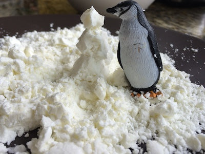 Arctic Small World - Amazing Animals Messy Play Kit