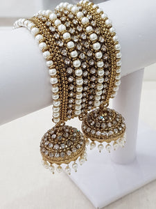 Pearl Royal Bracelet with hanging chumke