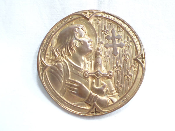 Gilt Medal Badge Joan Of Arc praying God before the combat v520 Free Shipping