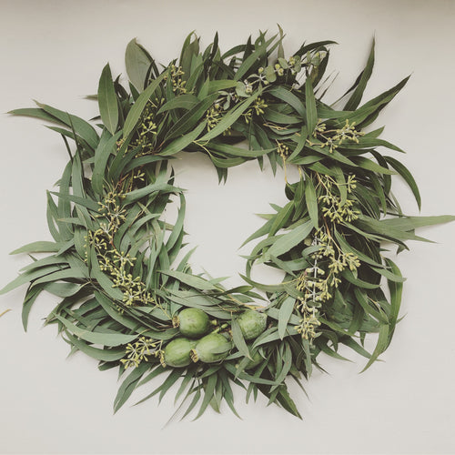MINIMAL BOTANICAL WREATH