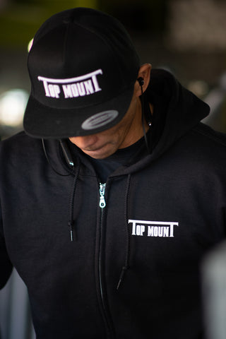 Top mounT Est. Flat Bill Snap Back (Raised Letters)