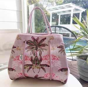 Reversible Tote in Palm Hills