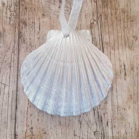 White Gold Scallop Shell