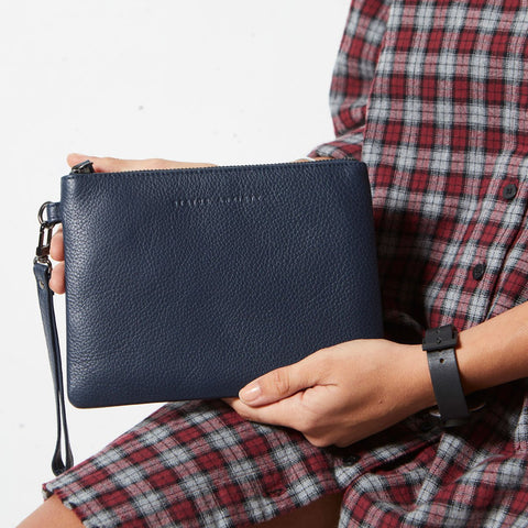 STATUS ANXIETY Fixation Clutch navy blue