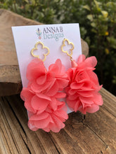 Quatrefoil Petal Earrings-Pink