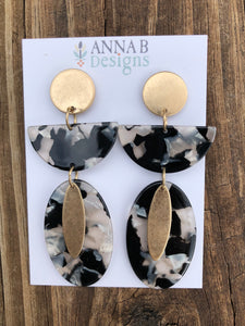 Daphne Resin Earrings-Black and White