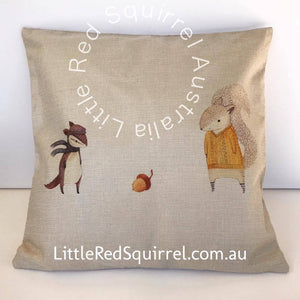 Cushion cover: squirrels and an acorn (1 piece)